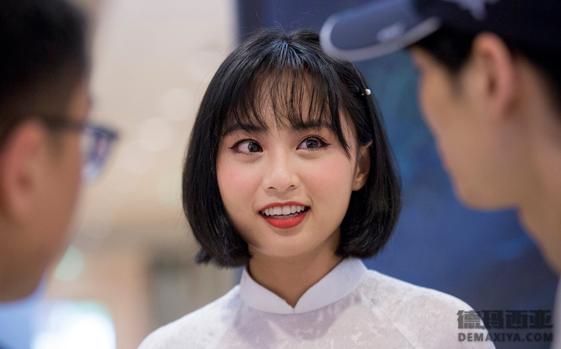越南主持采访:非常幸运有粉丝的支持