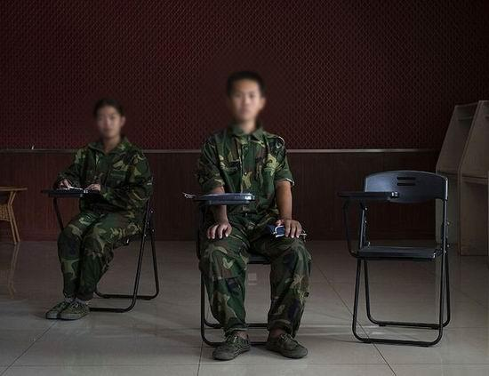 外媒探访戒网瘾学校:孩子们丧失了个性